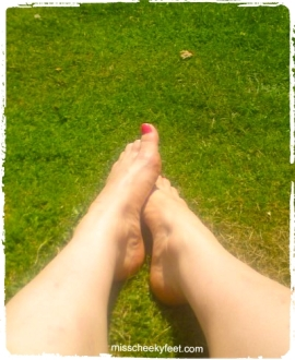 bare feet, outdoor feet, feet on grass, pink toe polish