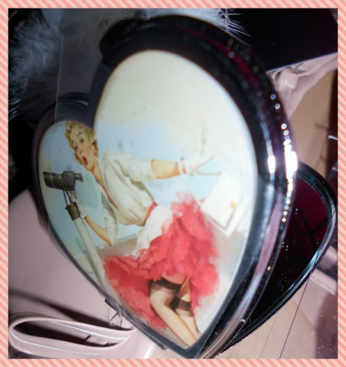 Pin Up pattern compact mirror