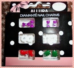 Can't wait to try these Christmas theme nail charms out, hot!