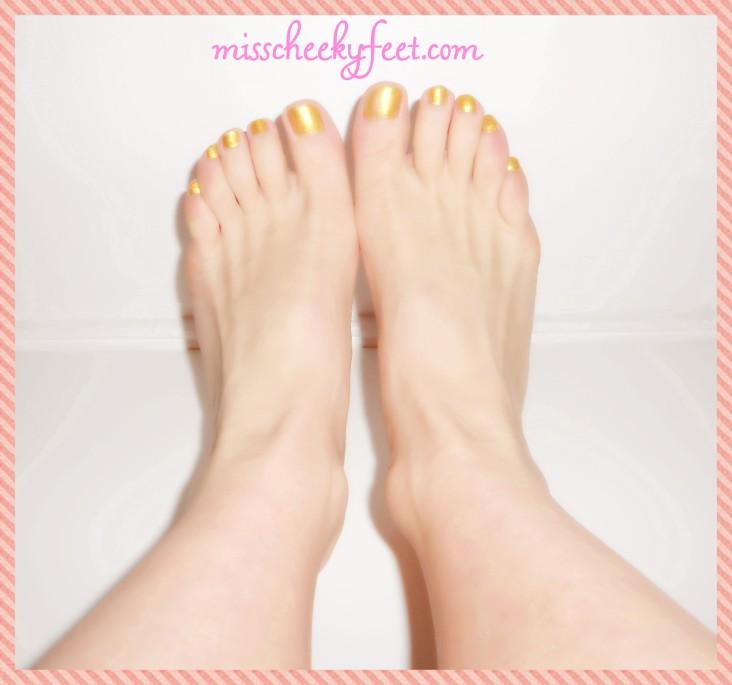 Gold polish bare feet